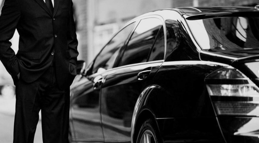 What are the points to be checked before hiring a lavish ride?
