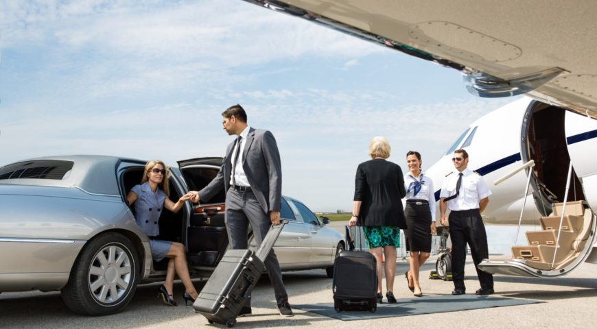 What are the qualities you should look into a car service which you're planning to book for the drop at Houston airport?